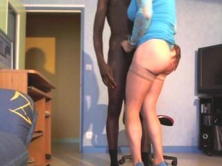 cougar branle et pompe un jeune black