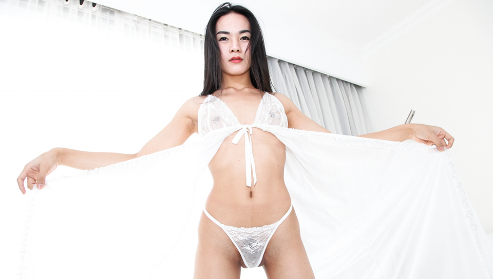 Seductive TS Fany jerks her cock