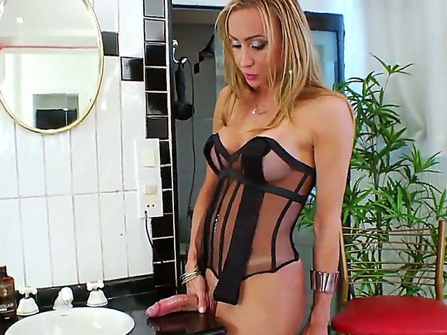 Blonde shemale Laura Ferraz enjoys stroking his cock in naughty solo action