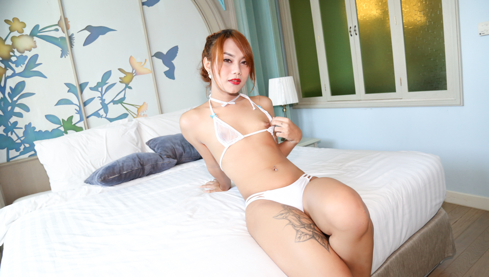 Transgirl Namlyn plays solo