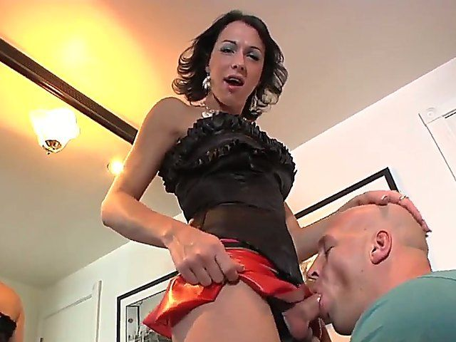 Domina tranny milf Danika Dreamz chokes her sissy guy with her fat cock and shows a bit of her body!