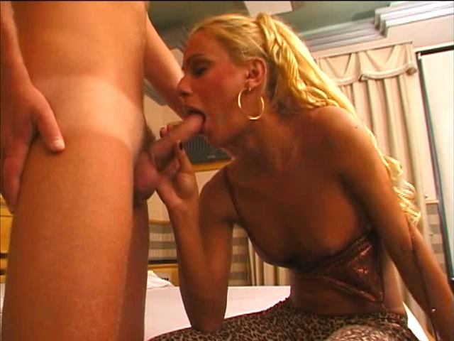 Sublime blond tranny bitch Shayanne sucking a big hard penis with lust